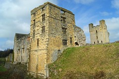 Helmsley castle (WISEBUYS21) Tags: helmsley castle north yorkshire med medieval manor house english heritage moors thirsk rippon pickering tower keep battle blue wall fortified green stone spring photographic location scenic picture stunning village tranquil remote stream wisebuys21
