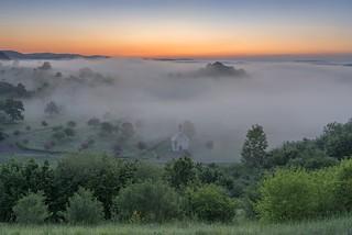 *Die Kapelle im Nebel*