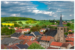 Village mosellan (Pascale_seg) Tags: landscape paysage printemps spring countryside countryscape campagne village toits roof houses maisons ciel sky nuages clouds moselle lorraine grandest france colza champ rural nikon rodemack