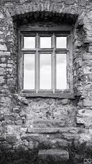 Fenster, Mühlburg, Mühlberg (Sascha Selli) Tags: leicam10 leica dreigleichen thüringen voigtländerultron35mmf17 germany deutschland europe europa mühlburg fenster window burg castle ruins ruine