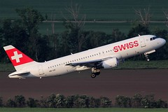 Swiss International Air Lines Airbus 320-214 HB-IJD (c/n 0553) (Manfred Saitz) Tags: vienna airport schwechat vie loww flughafen wien swiss airbus 320 a320 hbijd hbreg