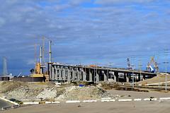 DSC_5699-61 (jjldickinson) Tags: nikond3300 103d3300 nikon1855mmf3556gvriiafsdxnikkor promaster52mmdigitalhdprotectionfilter freeway terminalislandfreeway ca47 ca103 longbeach portoflongbeach polb harbor longbeachharbor bridge geralddesmondbridgereplacementproject tower geralddesmondbridge longbeachgeneration longbeachgeneratingstation lbgs smokestack powerplant