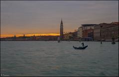 Amanecer en a laguna (antoniocamero21) Tags: amanecer laguna mar agua color foto sony construcciones edificios casas cielo góndola torre venecia italia