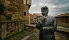 Thoghtful. Ken Follet. Vitoria-Gasteiz. (hajavitolak) Tags: vitoriagasteiz vitoria kenfollet pensativo thoughtful cascoantiguo oldtown sinespejo sony sonya7ii sonya7m2 evil euskadi euzkadi mirrorles minolta minolta1735 estatua statue paisaje landscape basquecountry