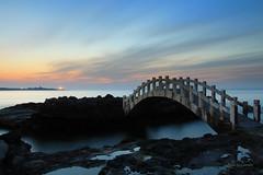 石門夕色 (Lavender0302) Tags: 夕陽 流雲 拱橋 石門情人橋 石門洞 石門 新北市 台灣 taiwan sunset bridge clouds bluehour