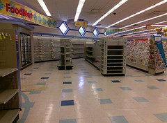 Empty Food Mart (2018) (l_dawg2000) Tags: 2013 closed desotocounty drugstore gnc goodmanrd greetingcards healthbeauty hornlake labelscar mississippi ms outofbusiness pharmacy retail riteaid unitedstates