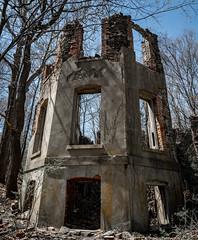 Abandoned Building, Franny Reese Park, New York (nsandin88) Tags: ruin canonlens newyork exploration sony canon explore husdsonvalley canonl ruins house sonya7rii park a7rii abandoned rustic ny