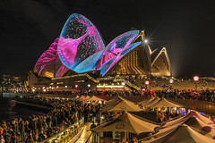 Opera Jelly (merbert2012) Tags: red vividsydney sydneyoperahouse worldheritagesites australia sydneyharbour nautilus shells lightshow longexposure cityscape city nikond800 nikon fun travel night people
