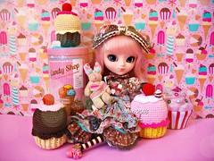 Cupcake Party (Linayum) Tags: pullip pullips pullipdoll pullipalicedujardin pullipalicedujardinpinkversion alicedujardinseriespink junplanning doll dolls muñeca muñecas toys juguetes cupcake kawaii cute pink handmade ganchillo crochet linayum