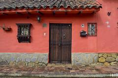 Puertas y Ventanas (Tato Avila) Tags: colombia colores cálido casas boyacá puerta ventana tibasosa fachadas colonial windows door colombiamundomágico