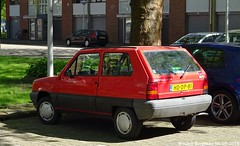 Seat Marbella CLX 1993 (XBXG) Tags: hddp81 seat marbella clx 1993 seatmarbella grote ruwenberg buitenveldert amsterdam red rood rouge nederland holland netherlands paysbas youngtimer old spanish swiss car auto automobile voiture ancienne espagnole españa español vehicle outdoor