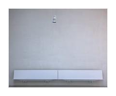 ... (hélène chantemerle) Tags: bancs lampe mur blanc benches light wall white batignolles tribunaldeparis