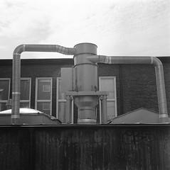 chalmers (rotabaga) Tags: sverige sweden svartvitt göteborg gothenburg lomo lomography lubitel166 mediumformat mellanformat 120 6x6 blackandwhite bw bwfp twinlens fomapan