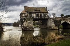 Vieux moulin dans la rivière (ponzoñosa) Tags: moulin molino river riviere rio sena seine mill ruin vernon eure frande