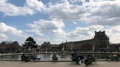Paris 043. (Joanbrebo) Tags: nuages clouds nubes nuvols streetscenes people gente gent iphonex iphone365 france paris tulleries