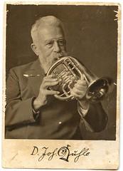 . (Kaïopai°) Tags: musik musiker music musicians musique instrument musikinstrument vintage bläser horn bart mann hombre man homme opa brauen augenbrauen uhlo