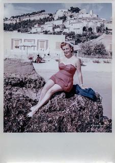 Ascoli com'era: Grottammare, una posa per Lilia (~1953)