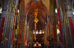 Springtime in church (92JasperS) Tags: column arch building cathedral church architecture bavobloeit lente spring springtime flowers ribbons bavo
