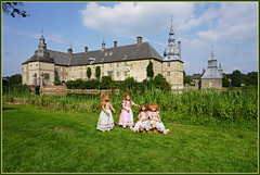 Kindergartenkinder auf Schloss Lembeck ... (Kindergartenkinder 2018) Tags: schloss lembeck kindergartenkinder tivi annemoni milina sanrike