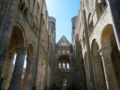 Le navire (bruno carreras) Tags: jumieges francia france french abadia abbaye abbey normandia normandie sena seine maritime notre damme