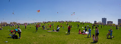 Kids and kites on Cricket Hill (dharder9475) Tags: 2018 building chicagokidsandkitefestival child children crickethill family flying kite panorama people privpublic
