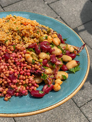 Salat mit Quinoa, Rote Beete, Linsen und Bohnen (marcoverch) Tags: köln nordrheinwestfalen deutschland de food lebensmittel noperson keineperson healthy gesund vegetable gemüse bean bohne bowl schüssel nutrition ernährung grow wachsen corn mais diet diät cooking kochen legume health gesundheit meal mahlzeit fruit obst cereal müsli cuisine closeup nahansicht wooden hölzern dish gericht candid bench pose 7dwf day downtown wasser coth5 naturephotography