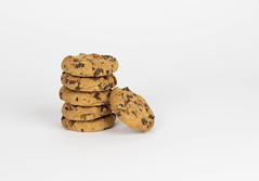 Cookie-Zustimmung (marcoverch) Tags: dsgvo chocolate food cookie consent gdpr chocolatechip law stacked noperson keineperson kekse lebensmittel schokolade sweet süss delicious köstlich breakfast frühstück candy süsigkeiten confection konfekt refreshment erfrischung sugar zucker pile haufen stacks stapel temptation versuchung indulgence genuss isolated isoliert baking backen nutrition ernährung stilllife stillleben homemade hausgemacht walk blume dof classic oiseau natur festival railroad canada australia cookiezustimmung