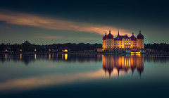 Moritzburg in the evening (mad_airbrush) Tags: 5d 5dmarkiii 2470mm 2470mmf28lusm moritzburg schlossmoritzburg schloss see lake reflection sachsen saxony germany deutschland bluehoure blauestunde longexposure landscape langzeitbelichtung landschaft filter nd ndfilter ngc
