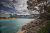 (244/18) Mar y nubes (Pablo Arias) Tags: pabloarias photoshop photomatix capturenxd españa cielo nubes arquitectura árbol mar agua mediterráneo playa arena roca paisaje hierba calagaldana menorca