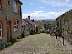 2018 0425 533 (SGS8+) Shaftesbury; Gold Hill (Lucy Melford) Tags: samsunggalaxys8 shaftesbury gold hill