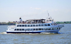 Sightseeing boat, New York, USA. (Roly-sisaphus) Tags: nyc thebigapple unitedstatesofamerica boats ships vessels