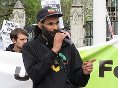 Community leader Niles Hailstones at the Grenfell protest outside Parliament, May 14, 2018 (Andy Worthington) Tags: london sw1 westminster politics grenfell londonsw1 protest politicalprotest andyworthington grenfelltower grenfelltowerfire parliament parliamentsquare housesofparliament streetphotography socialhousing councilhousing councilestates towerblocks nileshailstones