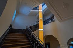 Lindwurm (Frank Guschmann) Tags: treppe treppenhaus staircase stairwell escaliers architektur stairs stufen frankguschmann nikond500 d500 nikon