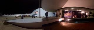 Niemeyer by night  .  .  .