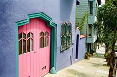 San Francisco (bior) Tags: leicam3 kodakcolorplus 35mmfilm sanfrancisco pinkdoor pastels sidewalk street summaron
