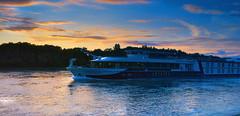Serenade in der Abendsonne (MHikeBike) Tags: schiff rhein oberhein karlsruhe linkenheim fluss wasser abend sonne sunset sonnenuntergang