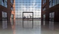 """Hafen Hamburg ....""""Blick durchs Fenster auf das Hafenbecken (Fritz Zachow) Tags: hafen hamburg deutschland sciffe wasser himmel gebäude"""