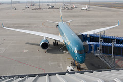 VN-A896 Airbus A350-900 Vietnam AIrlines Nagoya Centrair airport RJGG 06.04-18 (rjonsen) Tags: plane airplane aircraft aviation airside airport airliner gate ramp parked