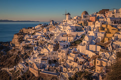 Oia at sunset (Vagelis Pikoulas) Tags: oia santorini thira cyclades kyklades island islands greece europe sunset landscape tok 2470mm canon 6d view town january winter 2017 golden hour