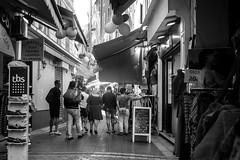 Shopping Tour (KPPG) Tags: nizza nice frankreich france street 7dwf bw monochrome sw côtedazur