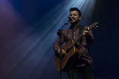 En la imagen se puede ver un momento del concierto 'Funambulista' ofrecido en el Ermua Antzokia.  Fotografía cedida por el fotógrafo local Óscar Blanco Gutiérrez