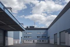 20180501-DSC4133 (A/D-Wandler) Tags: frankfurtammain frankfurt hessen deutschland osthafen gewerbe industrie gewerbegebiet industriegebiet blau architektur gebäude fassade fenster zentralperspektive himmel wolken dramatisch dramaticsky