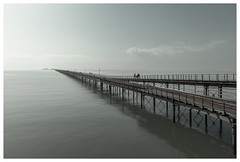 Southend Pier (realjv) Tags: longest muted pier pleasurepier seascape southend southendonsea thamesestuary