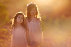 Big little sisters (Willie Kers Gwynn) Tags: apeldoorn gelderland nederland photographer williekers daglicht fotograaf fotografie naturallight naturallightchildphotographer natuurlijklicht portraitphotographer portraiture portretfotograaf workshopphotograpy sunset siblings sisters backlight haze flare sunshine canon 5dmkiii canon85mm12 bokeh lensflare portret childhood explore zonsondergang kinderen