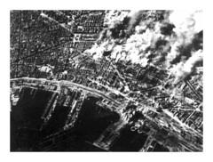 Bombardamenti alla stazione ferroviaria di Napoli - 1943 (dindolina) Tags: photo fotografia italy italia campania naples napoli guerra war ww2 wwii secondaguerramondiale secondworldwar bombardamenti history storia