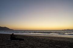 DSC03199 (manolosavi) Tags: people couple zeiss batis 25mm california sanfrancisco bakerbeach outside nature sea beach sand sony alpha a7 a7ii sky sunset