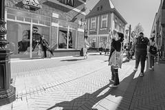 jhh_20180505_15.35.30 Roermond-bewerkt (j.hordijk) Tags: woman shopping photographing roermond limburg holland netherlands straatfotografie streetphotography
