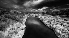 Black Belt (Cyclase) Tags: pont gard france sky river rocks monochrome einfarbig landschaft landscape water contrast