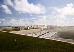 Spui- en pompcomplex Den Oever - zicht vanaf westelijk landhoofd met pompen