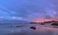 Noches de Candás. (Amparo Hervella) Tags: candás asturias españa spain playa roca noche nube naturaleza color paisaje largaexposición d7000 nikon nikond7000 reflejo